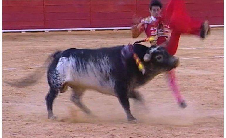 España: Multitudinario adiós al torero muerto por cornadas