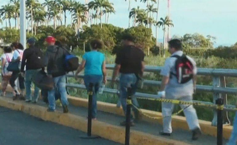 35 000 venezolanos cruzan la frontera hacia Colombia para comprar alimentos y medicinas