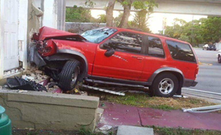 Familia se encuentran en penosa situación luego de que un vehículo se estrelló contra su casa en Miami