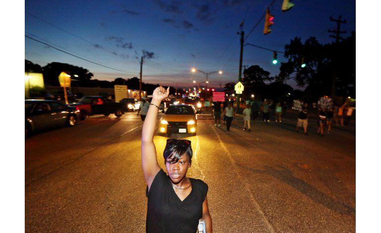 Tiroteos alimentan el extremismo negro, alertan en EEUU