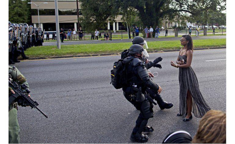 Louisiana: Foto de mujer en protesta impacta redes sociales