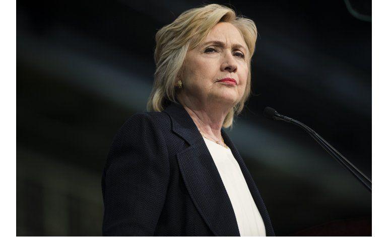 Legisladores republicanos piden investigar a Clinton
