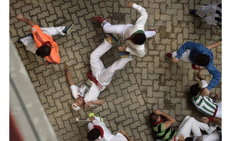 Cinco golpeados en un rápido sexto encierro de San Fermín