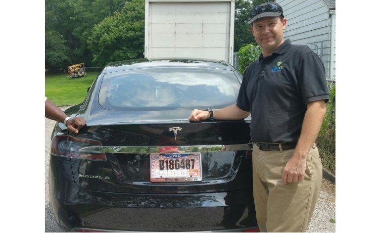 Regulador en EEUU investiga sistema de autopiloto de Tesla