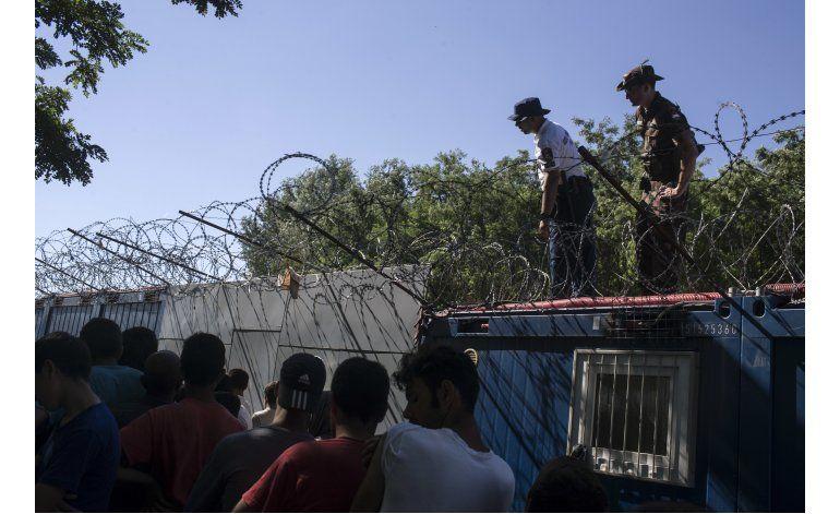 HRW denuncia graves palizas a migrantes en Hungría