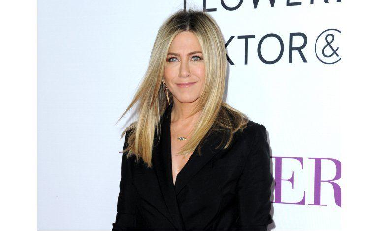 Celebridades apoyan crítica de Jennifer Aniston a tabloides