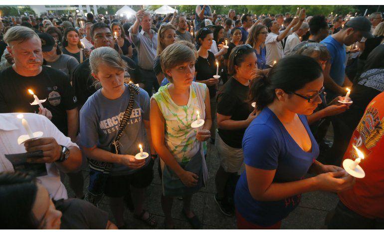 Miles despiden a tres de los policías muertos en Dallas