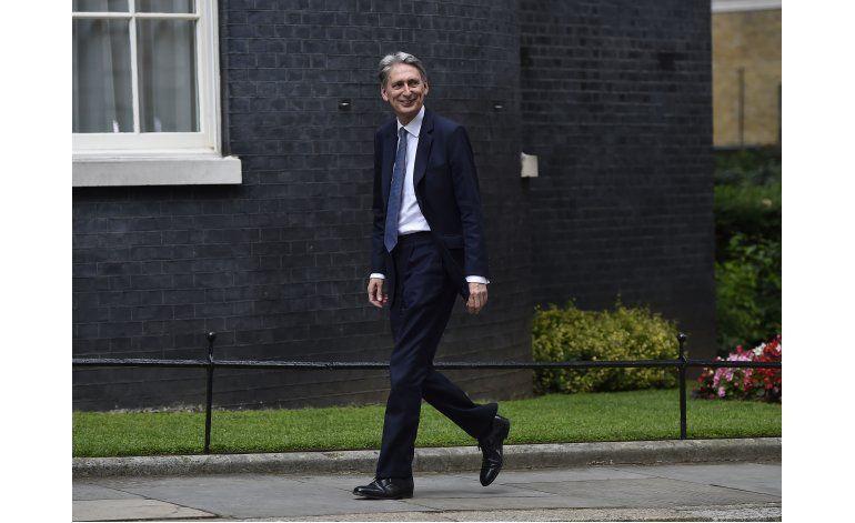 Gran Bretaña: May nombra euroescépticos para puestos clave