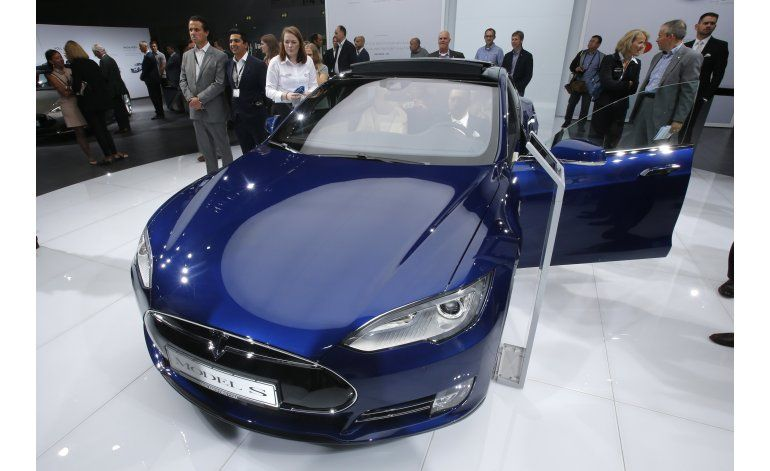 Consumer Reports pide a Tesla cambiar nombre al autopiloto