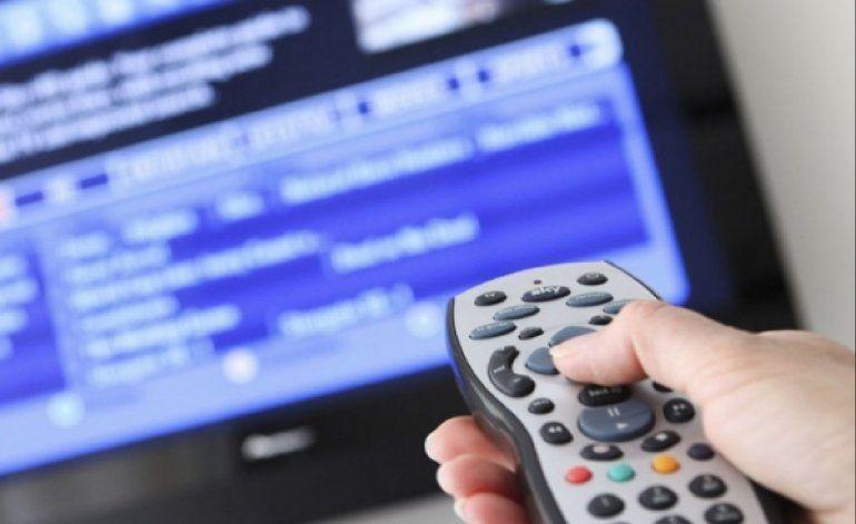 Las cajitas y la lluvia demoran el ansiado apagón analógico de la Televisión Cubana