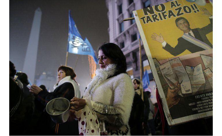 Argentina: Primer cacerolazo contra Macri