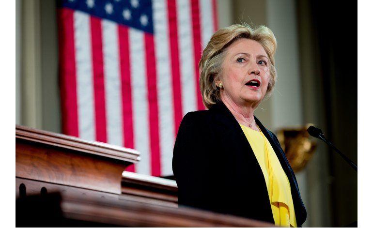 Clinton emite anuncios positivos ante silencio de Trump