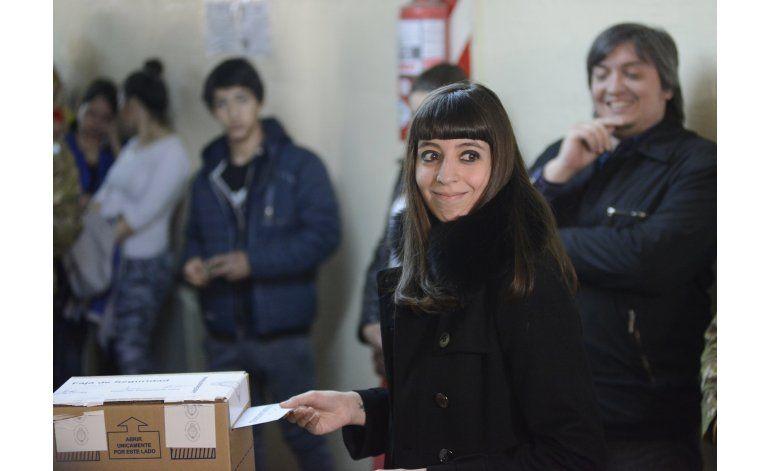 Embargan fondos y cuentas de hija de Fernández