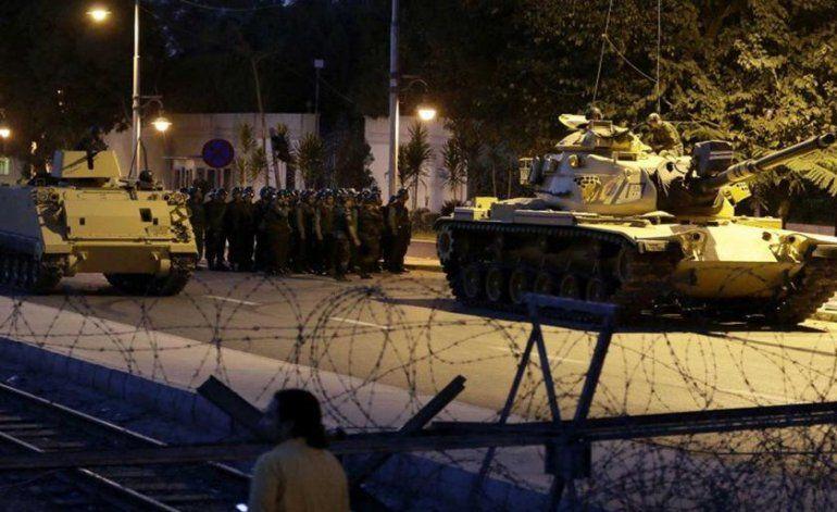 Tensión en Turquía: el Gobierno denuncia un golpe de Estado y el Ejército dice haber tomado el poder