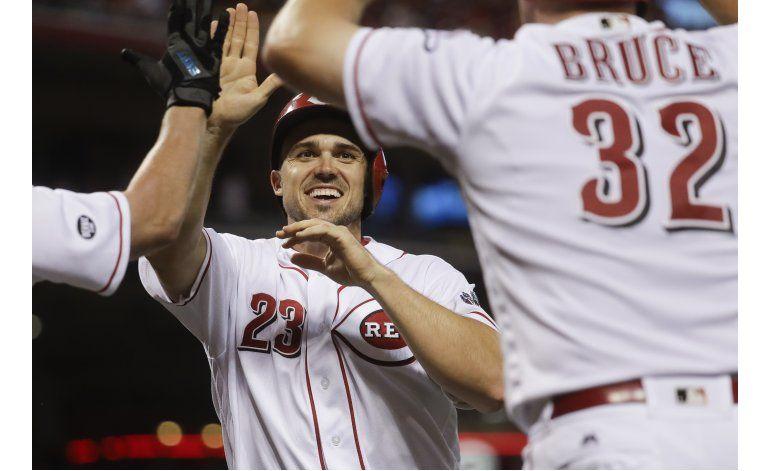Duvall y Barnhart encaminan a Rojos al triunfo con dobletes