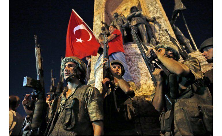 Reprimen a perpetradores del intento de golpe en Turquía