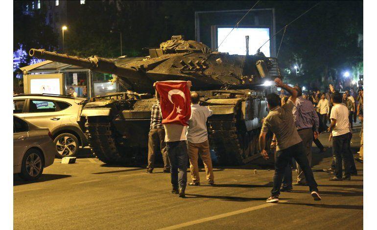 El mundo condena golpe de Estado en Turquía