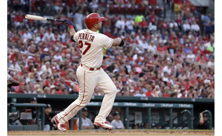 Wainwright lanza pelota de 3 hits; Cardenales se imponen