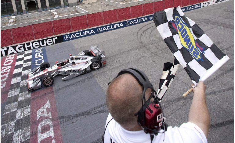 Power supera a Castroneves y se impone en Toronto