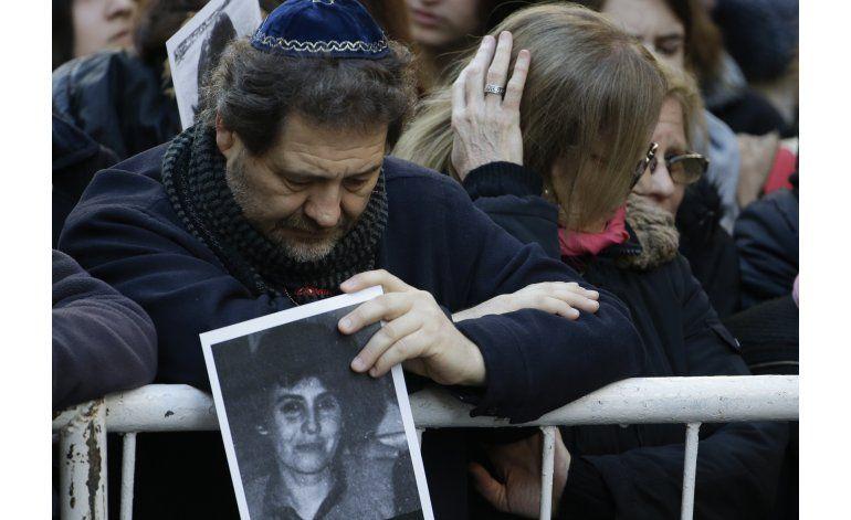 Exigen a Macri ayude a esclarecer atentado a mutual judía