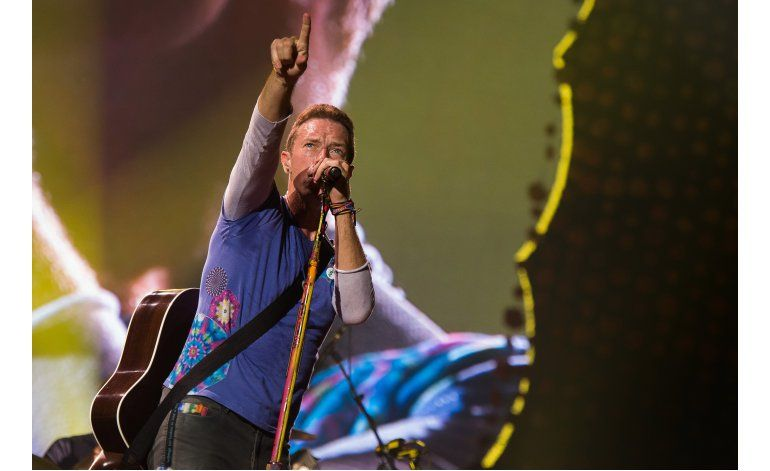Volver al futuro: Michael J. Fox toca con Coldplay en NJ