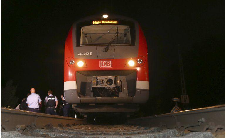 Alemania: Adolescente afgano ataca a pasajeros de un tren