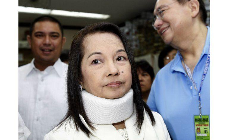 Corte filipina absuelve de saqueo, libera a expresidenta
