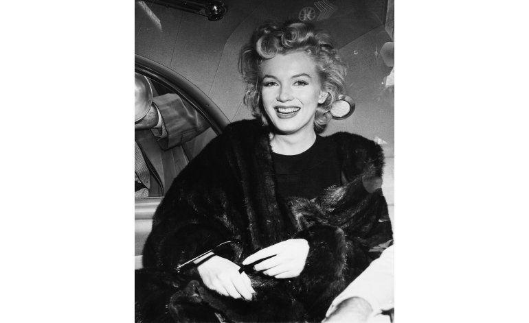 A subasta mechones de pelo y vestidos de Marilyn Monroe