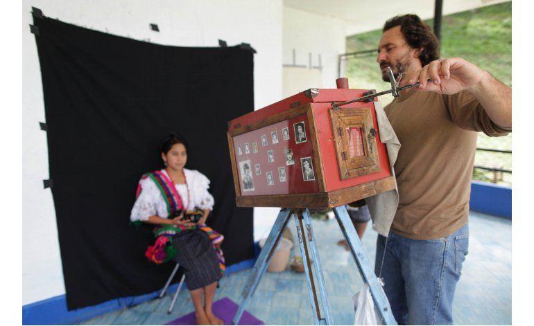 Argentino Rodrigo Abd, de AP, recibe premio Moors Cabot