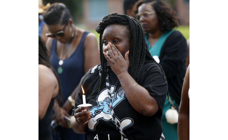Residentes de Baton Rouge recuerdan a agentes baleados