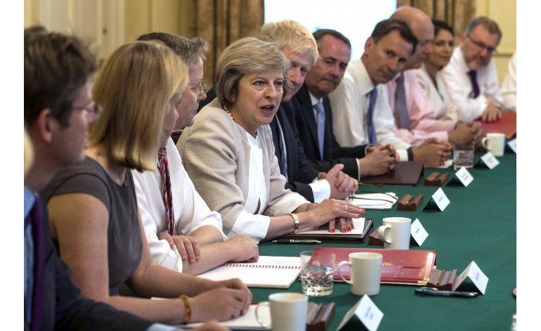 Primera ministra británica visita Alemania; discute Brexit