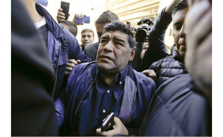 Maradona se ofrece a dirigir gratis a la selección argentina