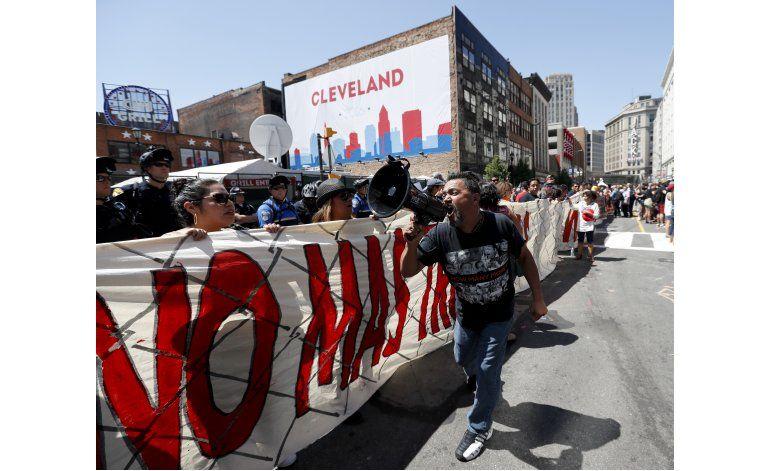 Protestan en Cleveland contra postura migratoria de Trump