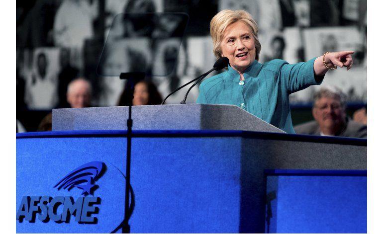 Hillary Clinton abre cuenta de Twitter en español