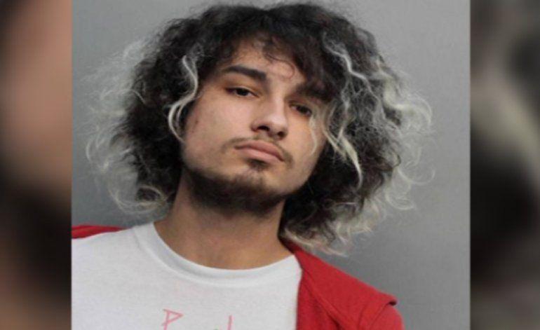 Revelan video donde aparece el hijo de un mayor de la policía de Miami Dade  vendiendo drogas