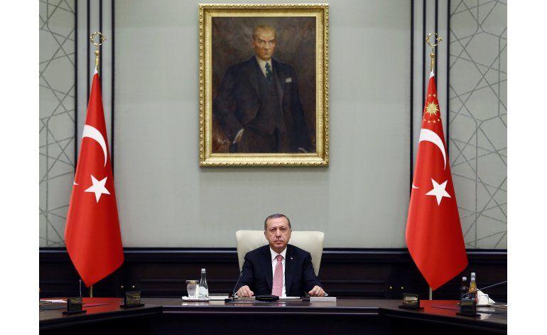 Parlamento de Turquía aprueba estado de emergencia