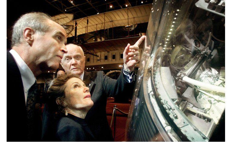 Subastan histórico plan de vuelo del astronauta John Glenn