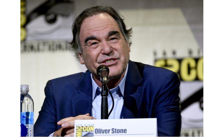 Stone dice que estudios rechazaron Snowden por censura