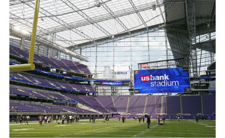 Vikings cortan listón inaugural de su estadio