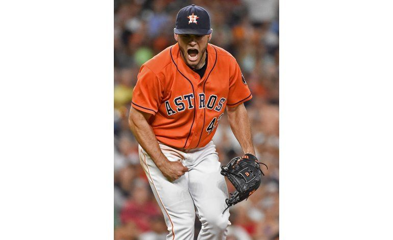 McCullers poncha a 10 Angelinos; Astros ganan