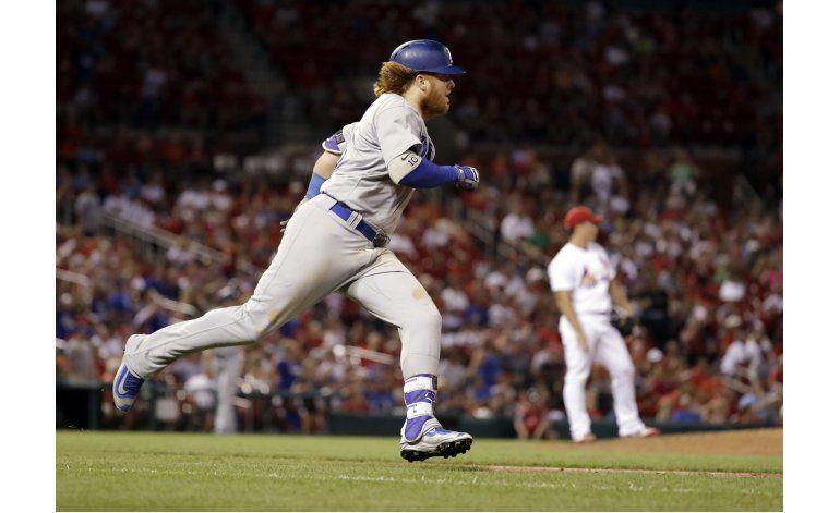 Adams jonronea en el 16to, lidera a Cardenales sobre Dodgers
