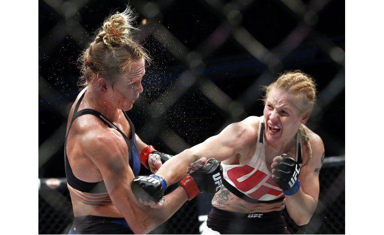 Shevchenko sorprende y derrota a Holm en la UFC