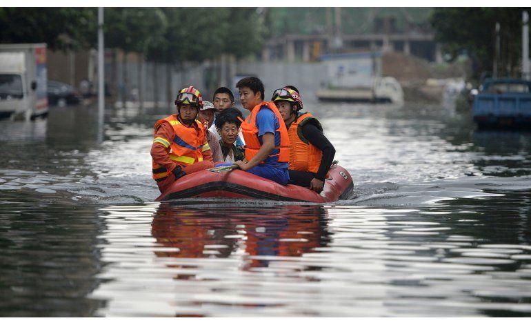 China suspende a 4 funcionarios locales tras inundaciones