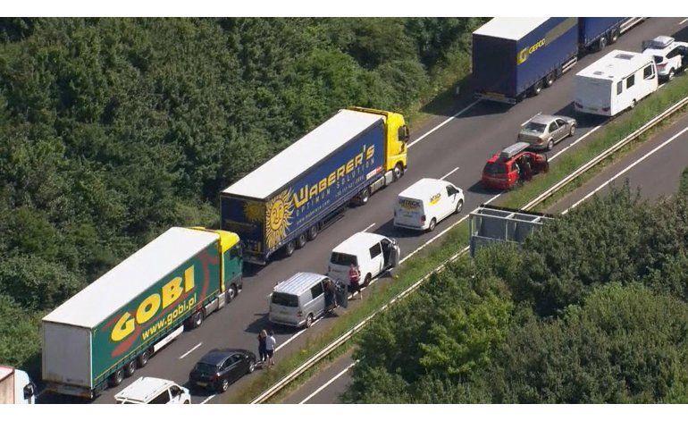Enorme congestionamiento vial de Gran Bretaña a Francia