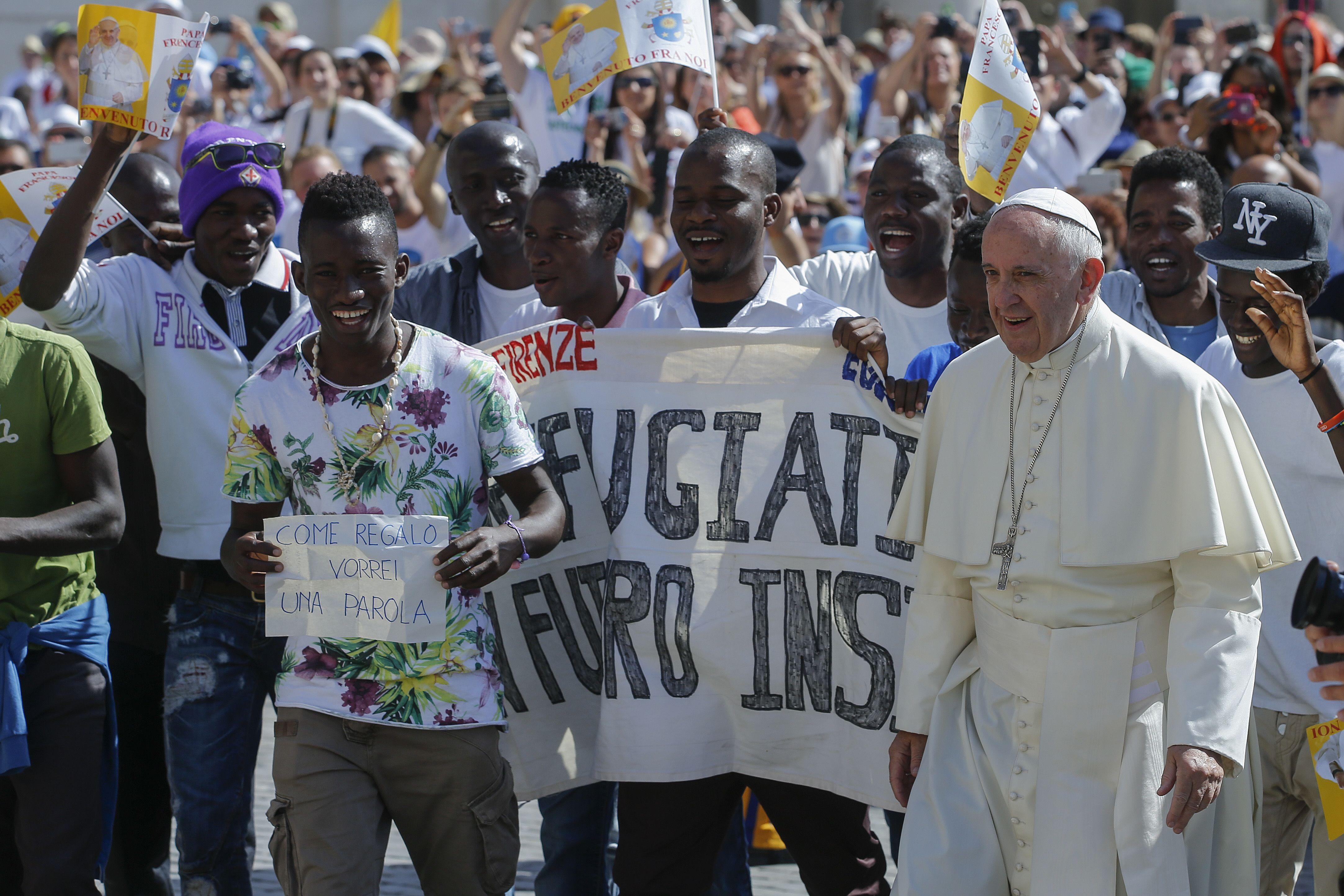 Papa y refugiados
