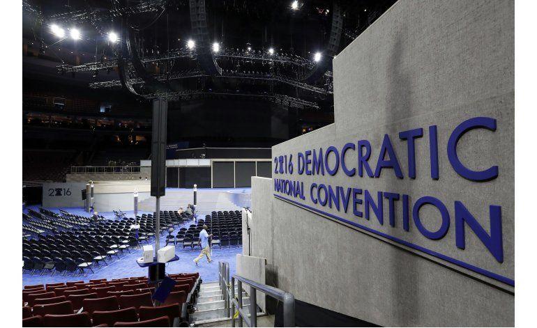 Clinton asiste a convención con una mayoría asegurada