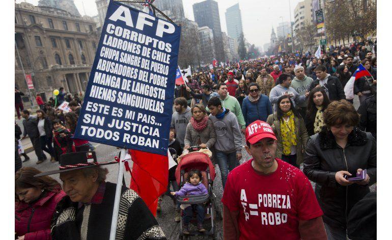 Protestan en Chile contra el sistema de pensiones privado