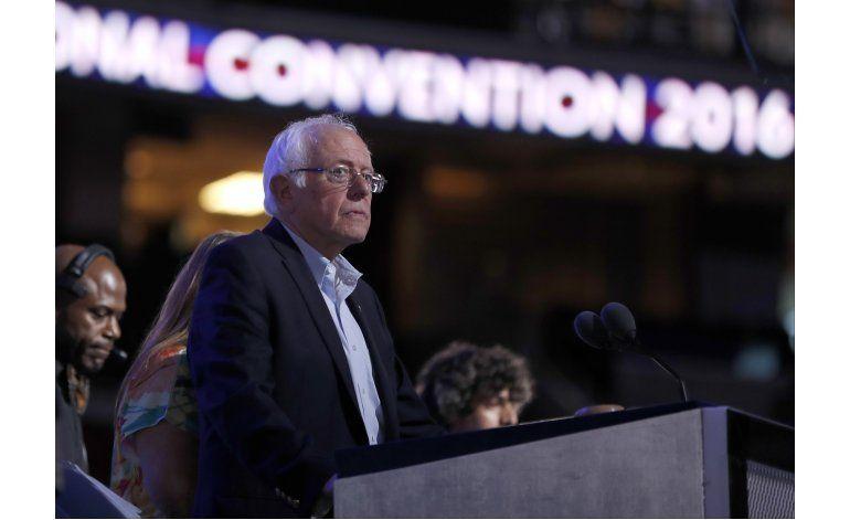 Sanders trata de calmar a sus partidarios