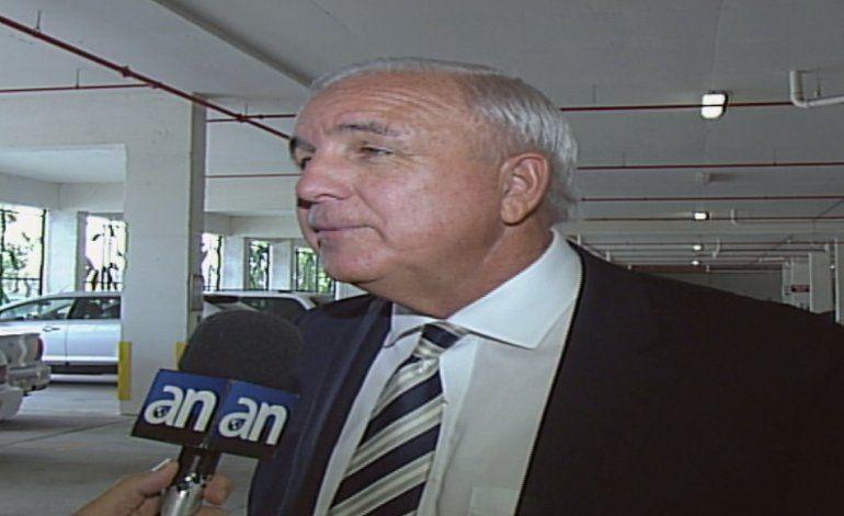 Carlos Giménez se defiende de los ataques de su contendiente Alfred Santamaría