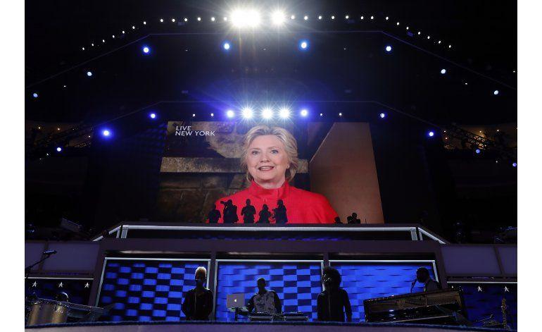 LO ÚLTIMO: Clinton ve nominación como logro para las mujeres